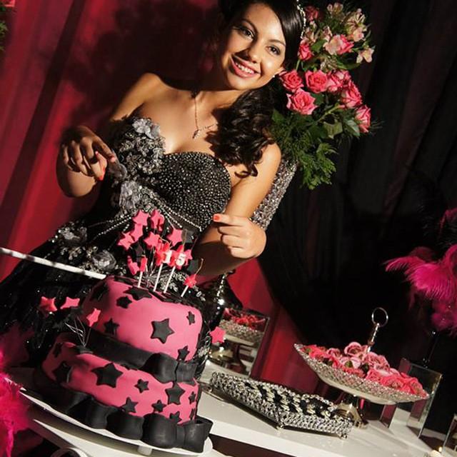 Confira a festa Rosa e Pink da Larissa Vieira no blog! www.debuteen.com.br #festa #pink #debuteenblog