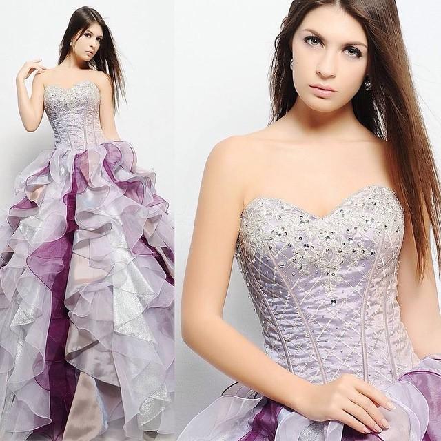 Vestido prata com toques de roxo! #dress #vestido #prata # roxo #debutantes #debuteenblog Muito mais em www.debuteen.com.br