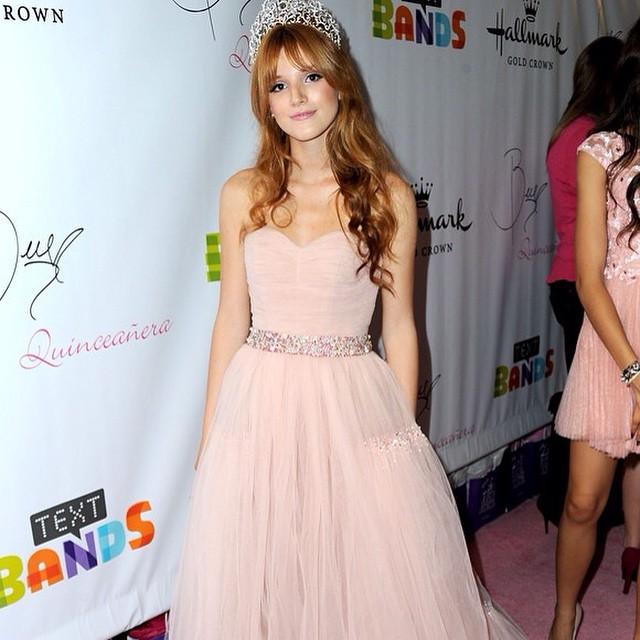 Meninas, vocês curtem o vestido da Bella Thorne? #capricho #bellathorne #disney #dress #pink  #music #party #vestido #debutantes #debuteenblog ???❤️❤️