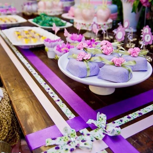 Decoração Lilás! Foto: Pra Você Festas Especiais #lilás #lilás #debuteenblog #decoração